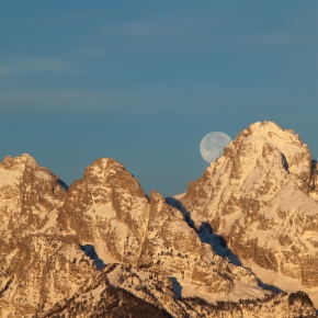 Moon setting in the Tetons